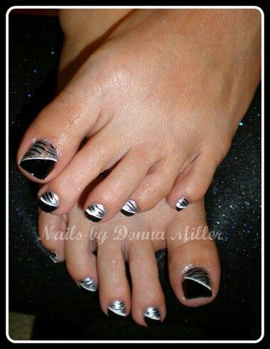 Black And Silver Toes Toe Nails Toe Nail Art Pretty Toe Nails