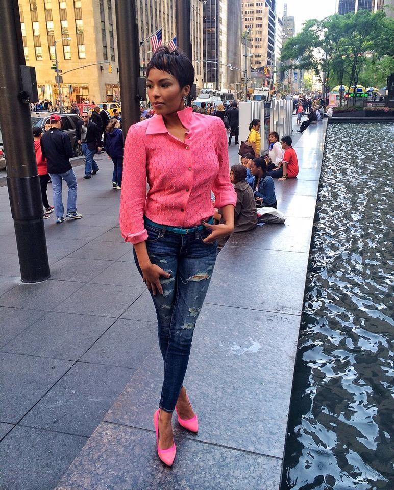 Mantu top, American Eagle Outfitters jeans, Aperlaï Paris shoes