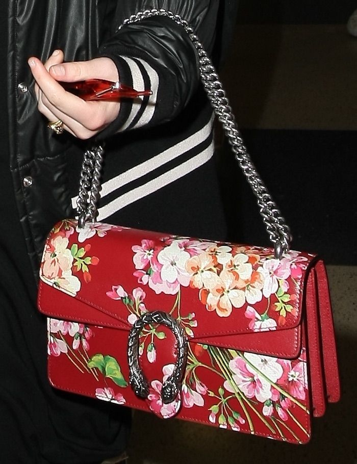 555f07b64 Elle Fanning carries a Gucci 'Dionysus' Blooms Small Shoulder Bag ...