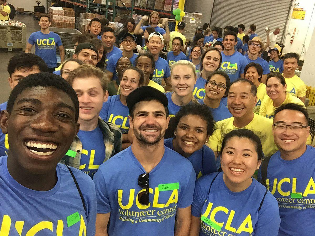 Service 101 Thousands Of Bruins Volunteer Across Los Angeles Volunteer Los Angeles Ucla