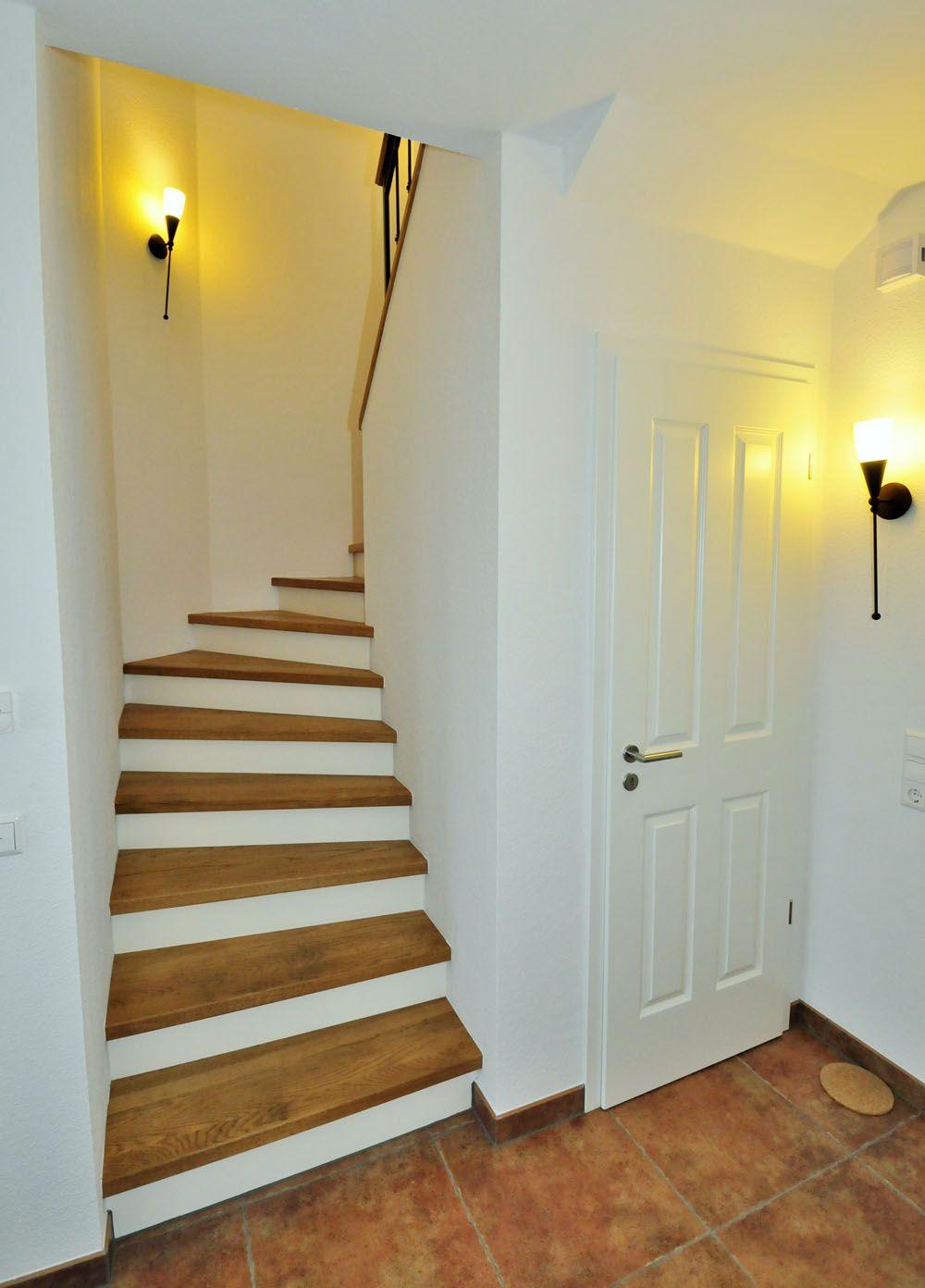 Betontreppe mit holz 15 1 haus eingang treppe for Garderobe treppenhaus