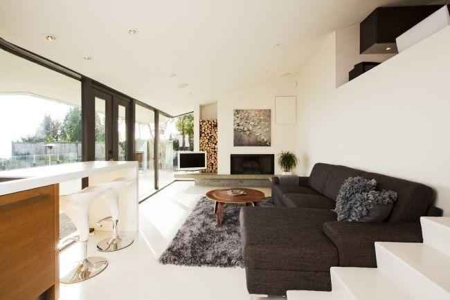 modernes wohnzimmer hell kaminofen holzlagerung nische dekorativ - moderne wohnzimmer mit kaminofen
