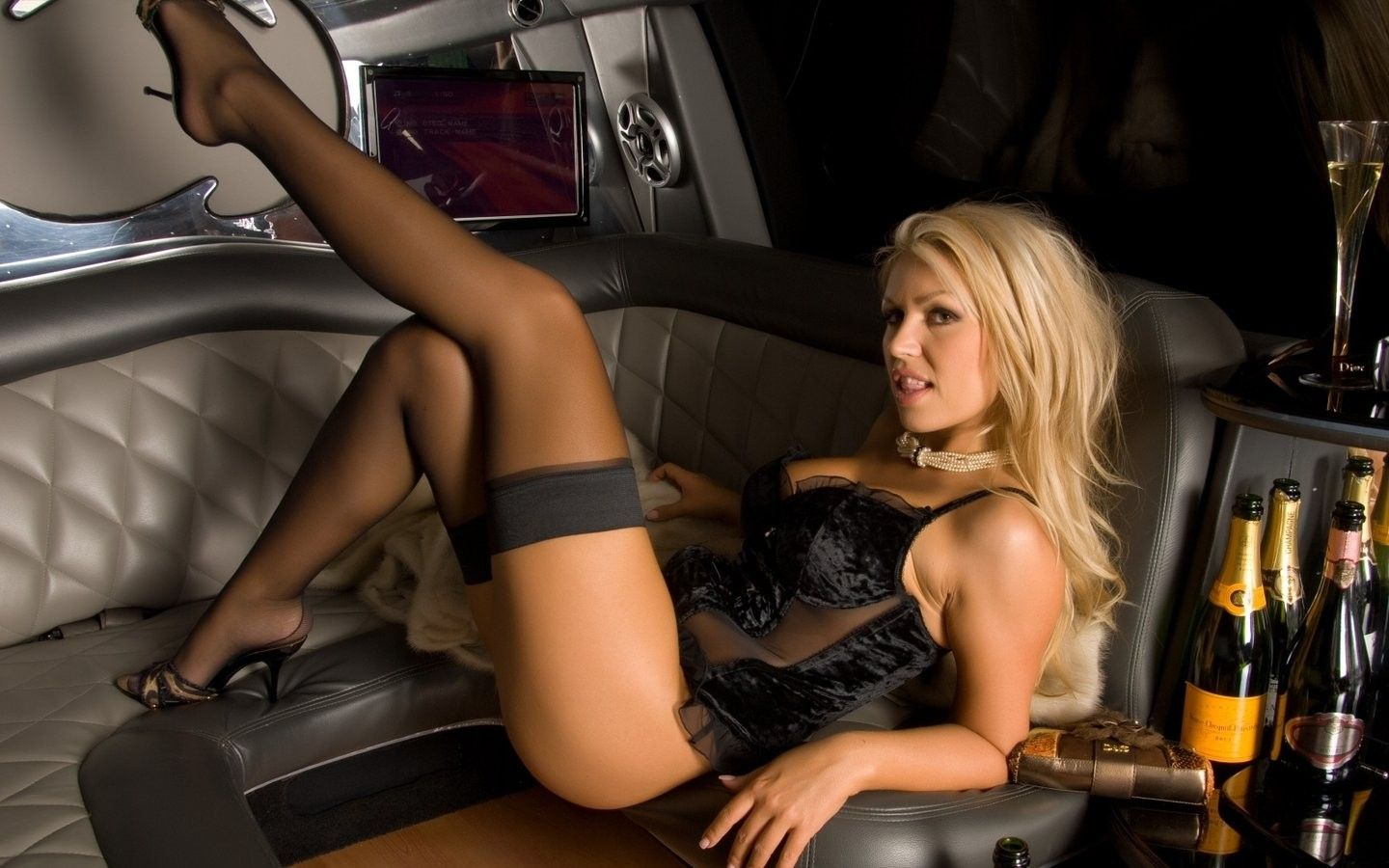 Private blonde stripper escort