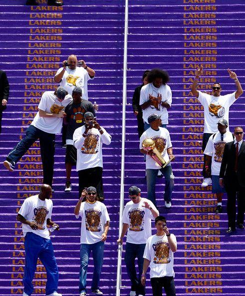Lamar Odom Kobe Bryant Photos Photos Los Angeles Lakers Nba Finals Championship Victory Parade Kobe Bryant Black Mamba Kobe Bryant Kobe Bryant Wallpaper
