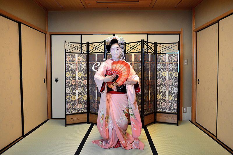 Maiko Toshiemi dancing