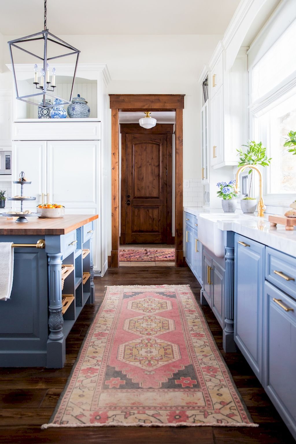 40 Beautiful Farmhouse Kitchen Makeover Ideas on A Budget