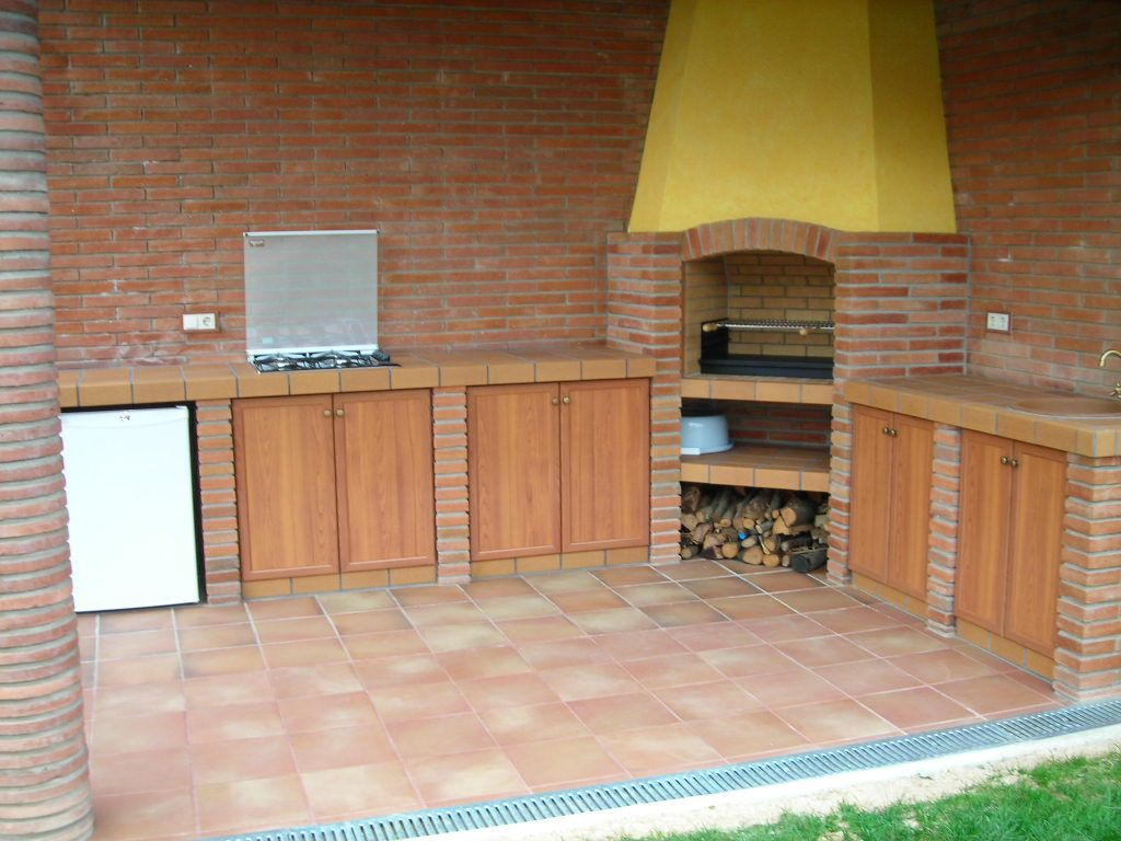 Cocina exterior en ladrillo visto barbacoas cocinas y for Jardines exteriores