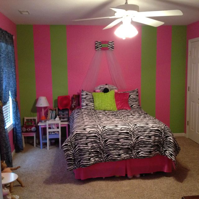 Green Canopy Decor: Zebra Room With Pink And Green Stripes And A Great Bed