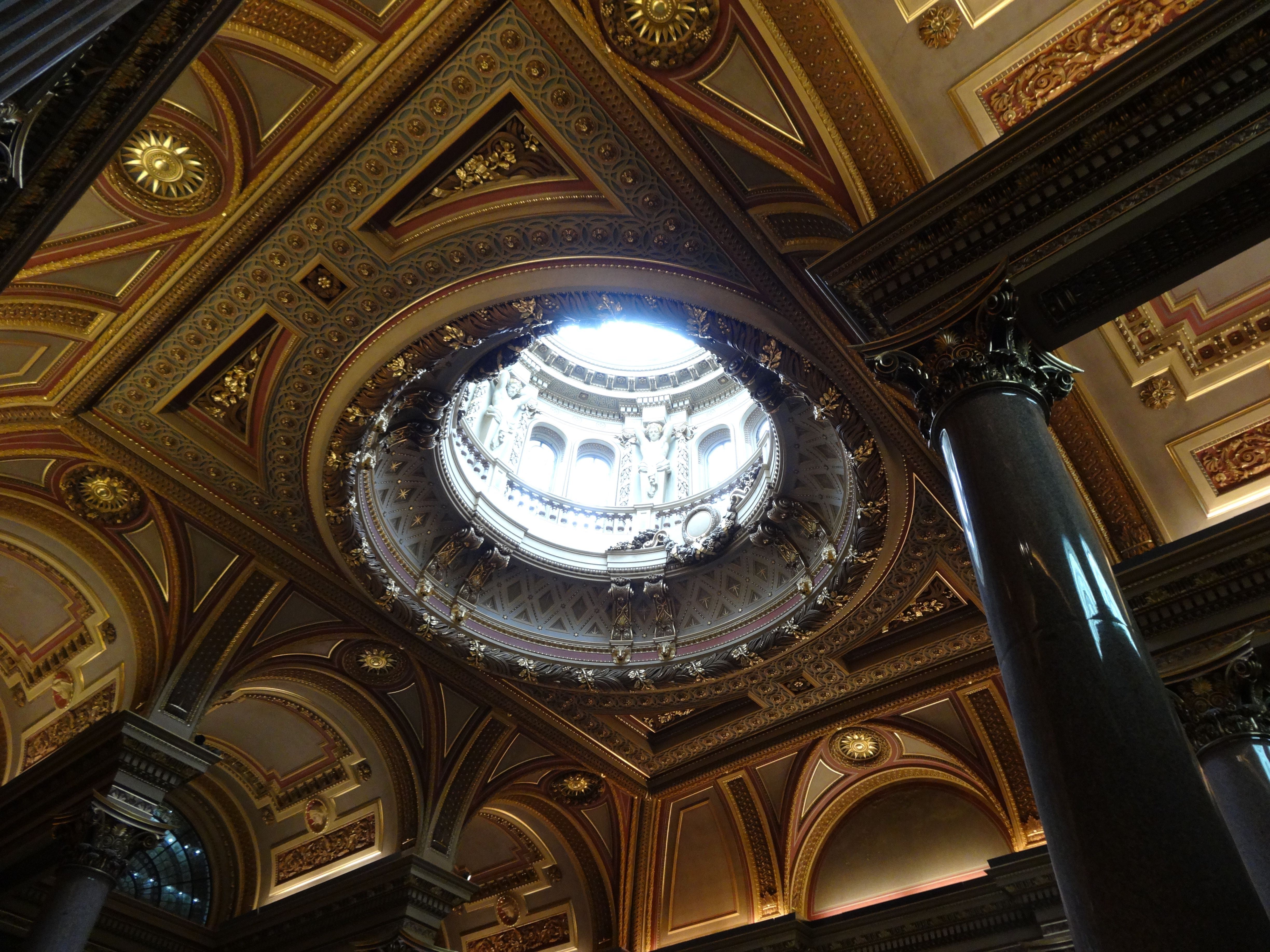 Cambridge UK - Dome in the fitzwilliam museum entry hall