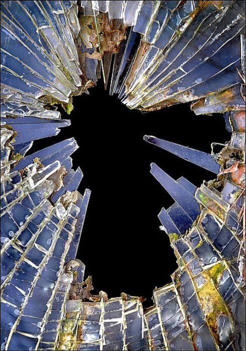 первую фото разбитое зеркало если