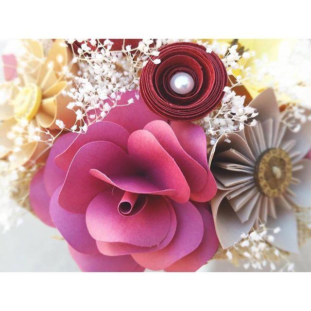 Rosas originales y para toda la vida! Prepara tu pedido para Sant Jordi #santjordi #floresunicas #floresdepapel #paratodalavida #paperflowers #papelon #handmade #hechoamano #original #regalospersonalizados #rosas #rosasdepapel #rosasparasantjordi #roses #paperroses #love #amor #craft #creativo #sondepapel