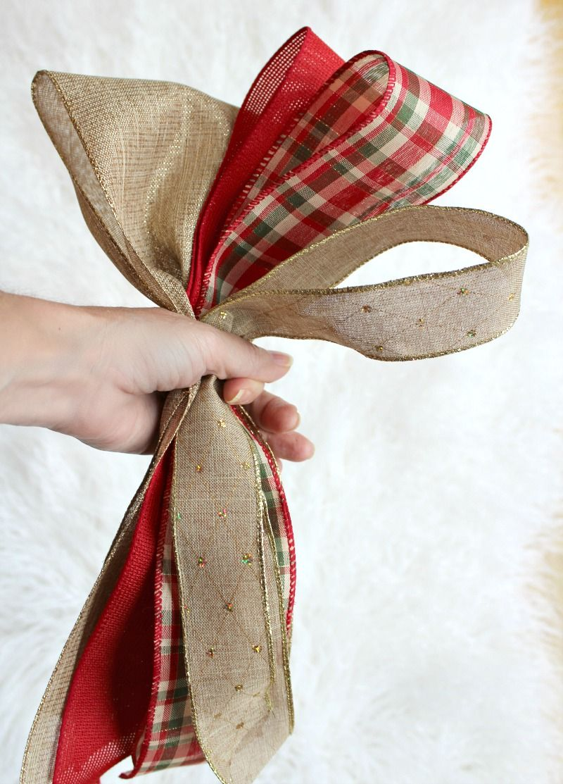Create Christmas Tree Bow Decor with this DIY