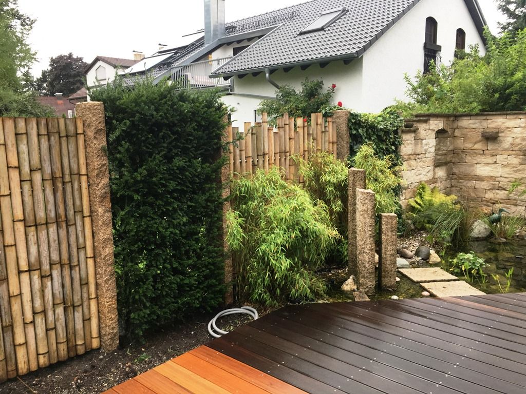 Sichtschutz für den Garten aus Bambus kombiniert mit Granitstelen ...