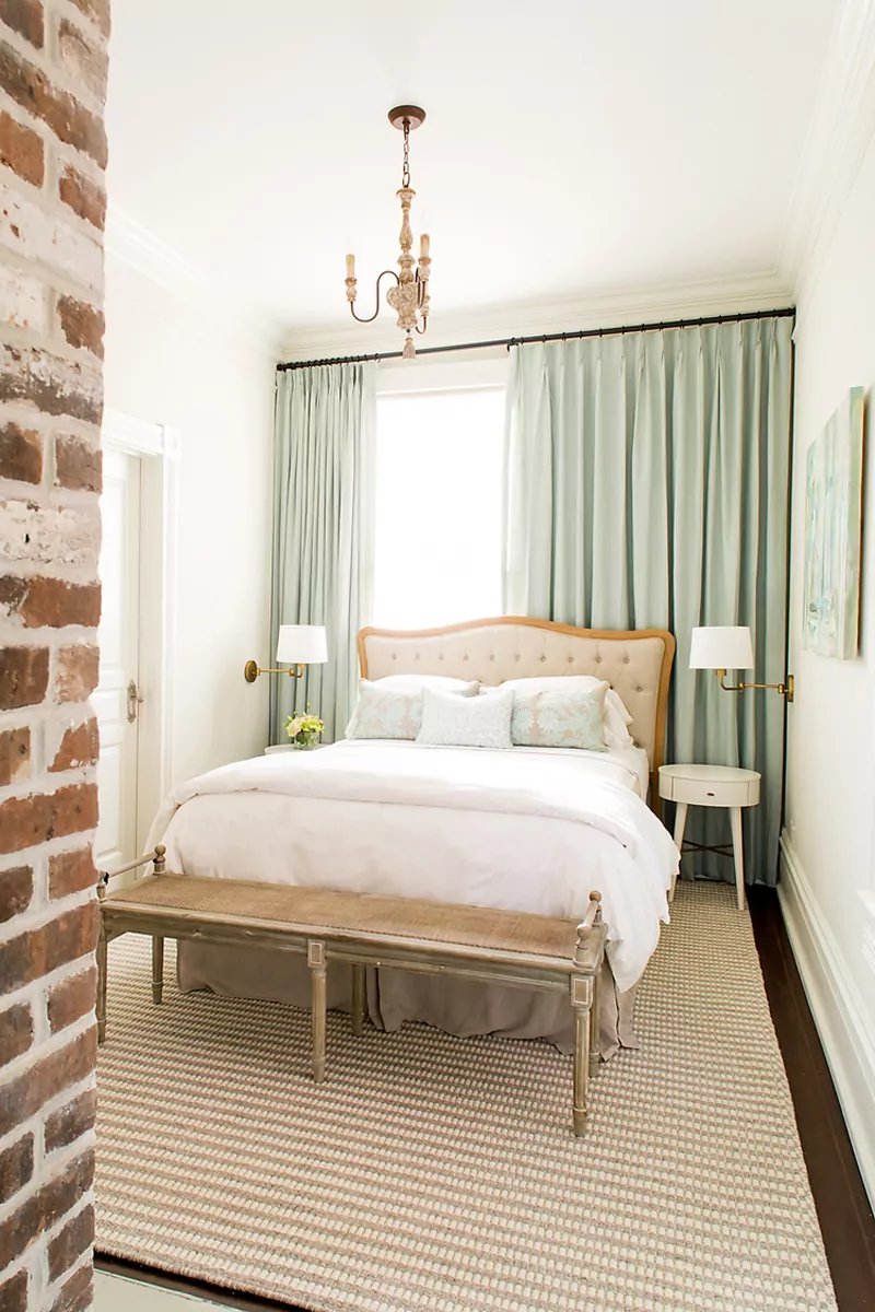 50 Ideas For Placing A Bed In Front Of A Window Small Master