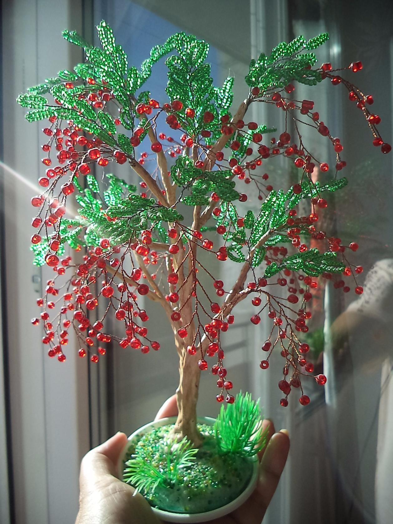 прикольными деревья из бисера фото новые работы эту