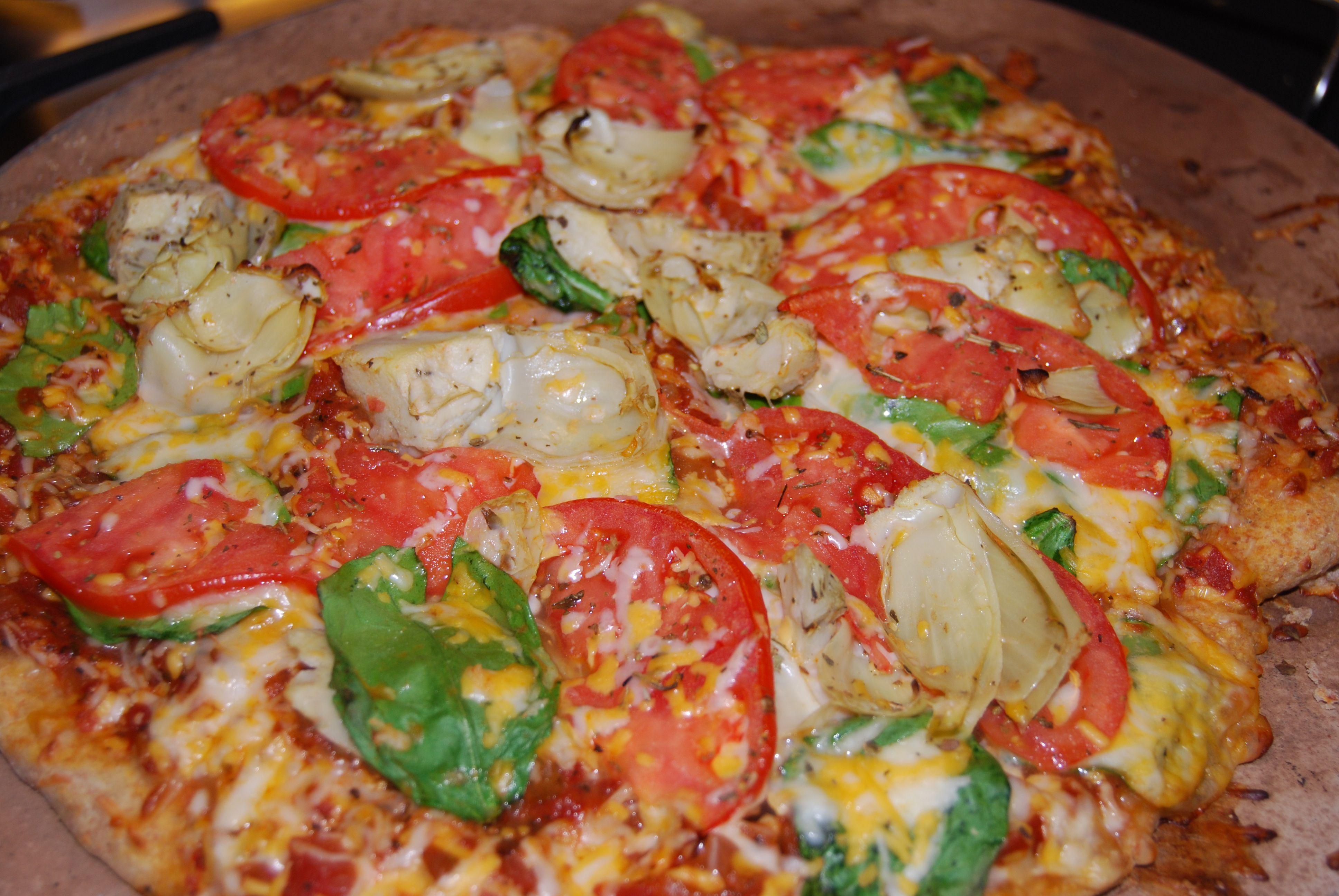 Spinach Tomato & Artichoke Pizza {Macaroni and Cheesecake}