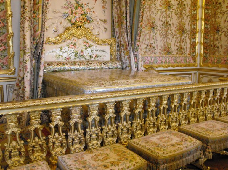 Rooms: See Marie Antoinette's Room On An Exclusive Versailles