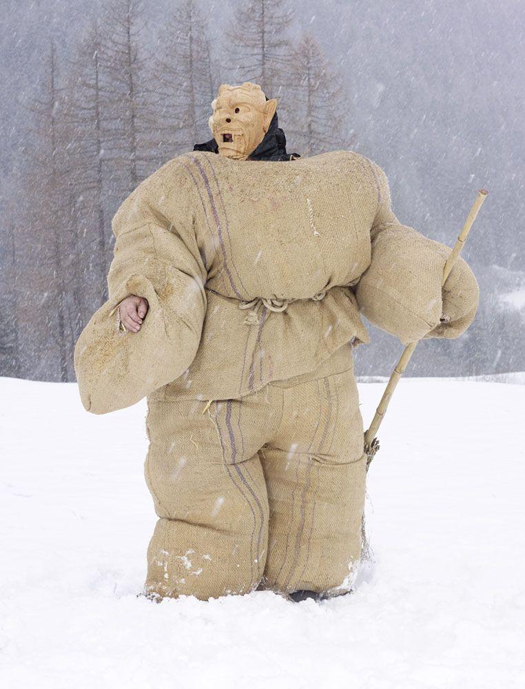 Fransız Fotoğrafçının Gözünden Farklı Ülkelerdeki Paganların Kış Karşılama Kostümleri