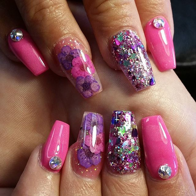 how to put dried flowers on nails