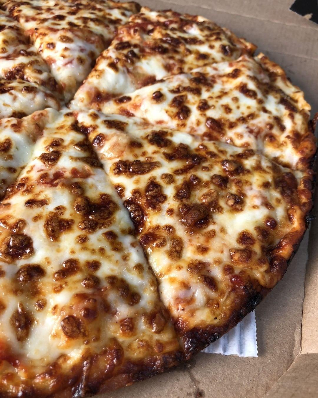 11 1k Vind Ik Leuks 101 Reacties Domino S Pizza Dominos Op Instagram Beauty Is In The Eye Of The Pie Holder Dominos Pizza Domino S Pizza Pizza