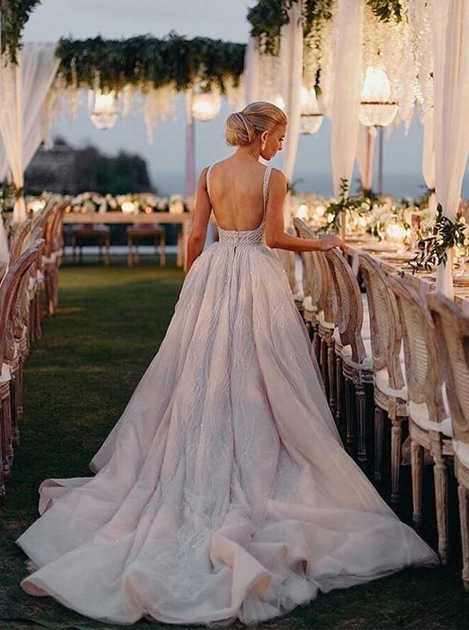 Robe de mariée en tulle sans manches à encolure en V et à encolure en V sans manches avec train de perles – Wedding stuff is just fun to look at :)
