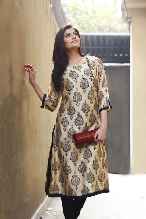 Pair Your Designer Salwar Kameez With An Embroidered Clutch 1