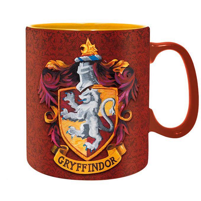 Taza Gryffindor Harry Potter. Emblema y definición Una taza de gran capacidad (460ml) para aquellos seguidores de Gryffindor que se identifican con la definición de sus características que estan escritas en ingles en la taza (Puedes pertenecer a Gryffindor, donde habitan los valientes. Su osadía, temple y caballerosidad ponen aparte a los de Gryffindor)