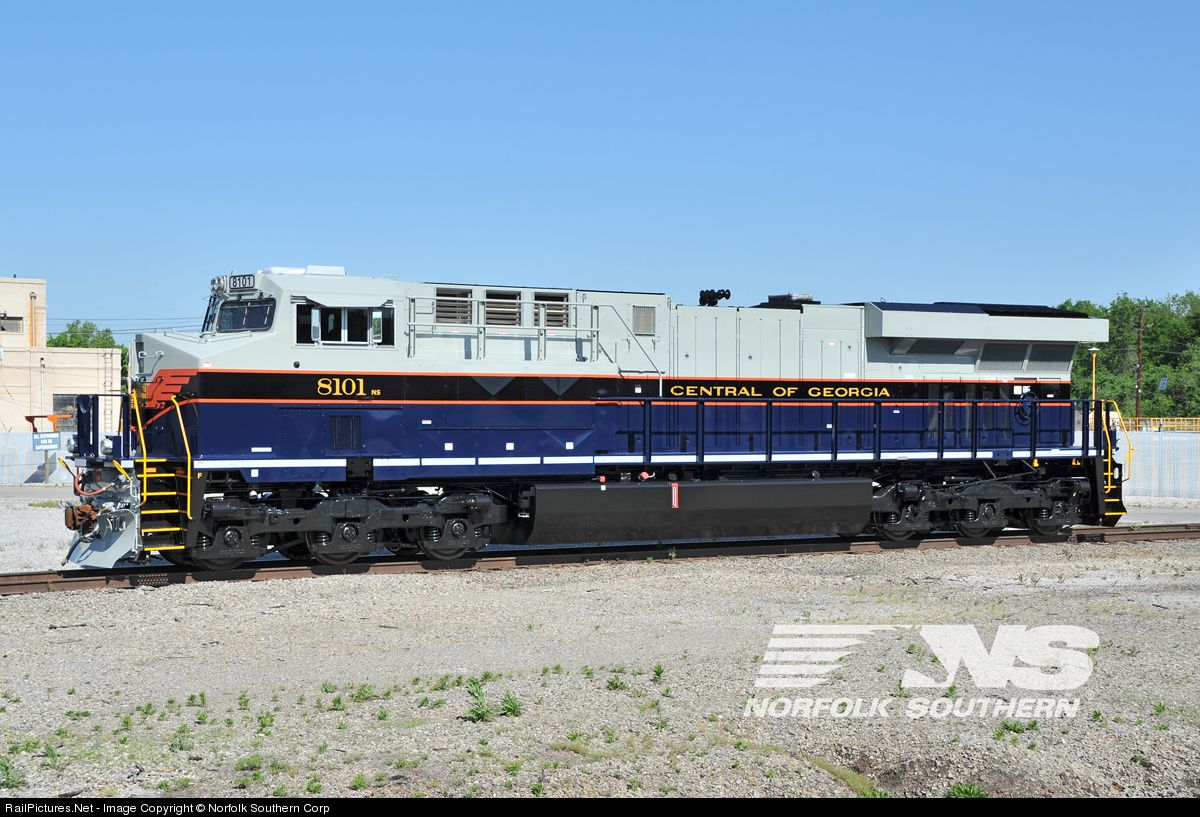 Central Of Georgia 8101 Norfolk Southern S Fourth Heritage Locomotive Basks In The Sunshine On Good Friday Morning In Norfolk Southern Train Railroad Photos