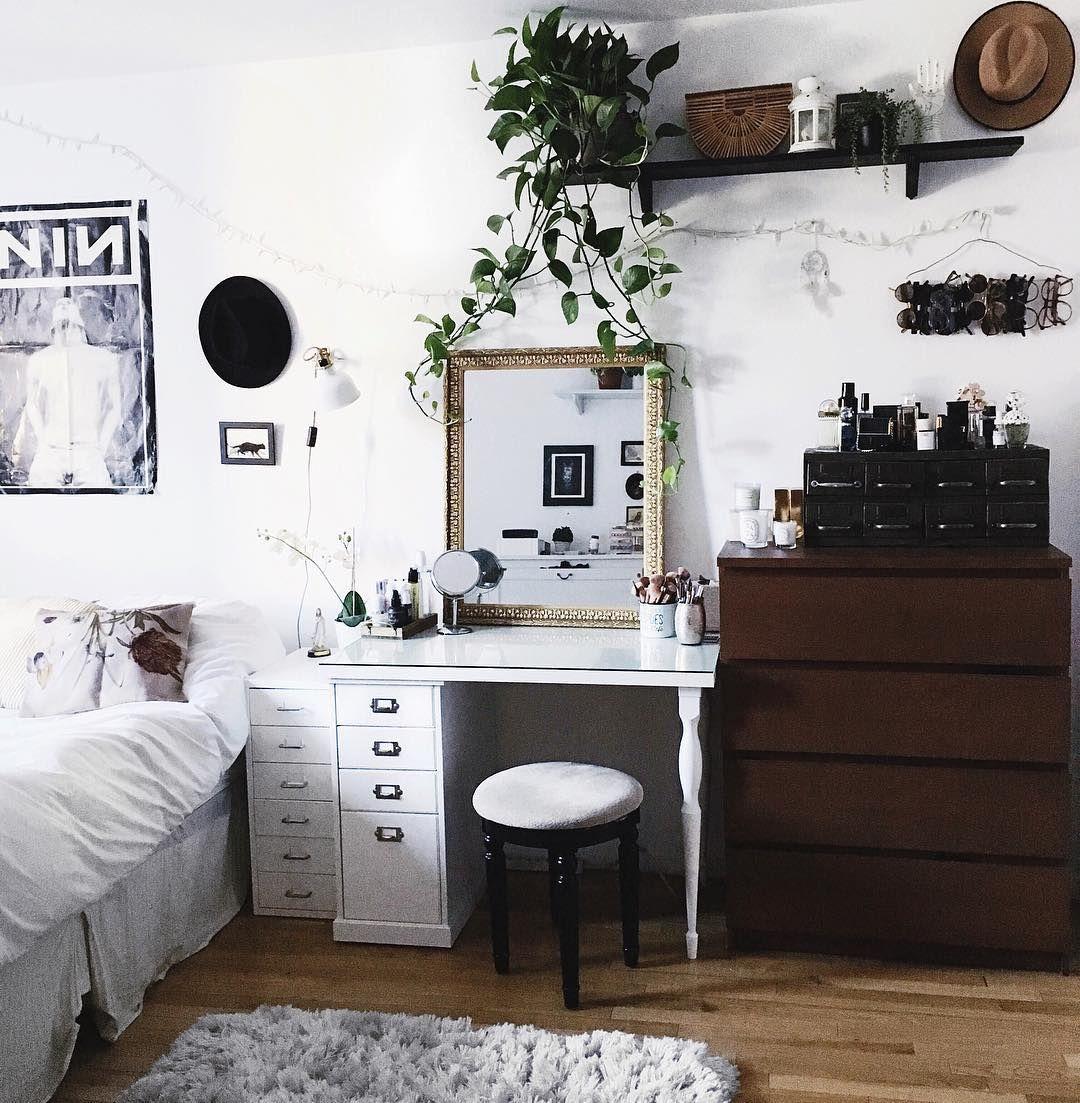 Quarto da helena quartos pinterest vanity desk shag rugs and