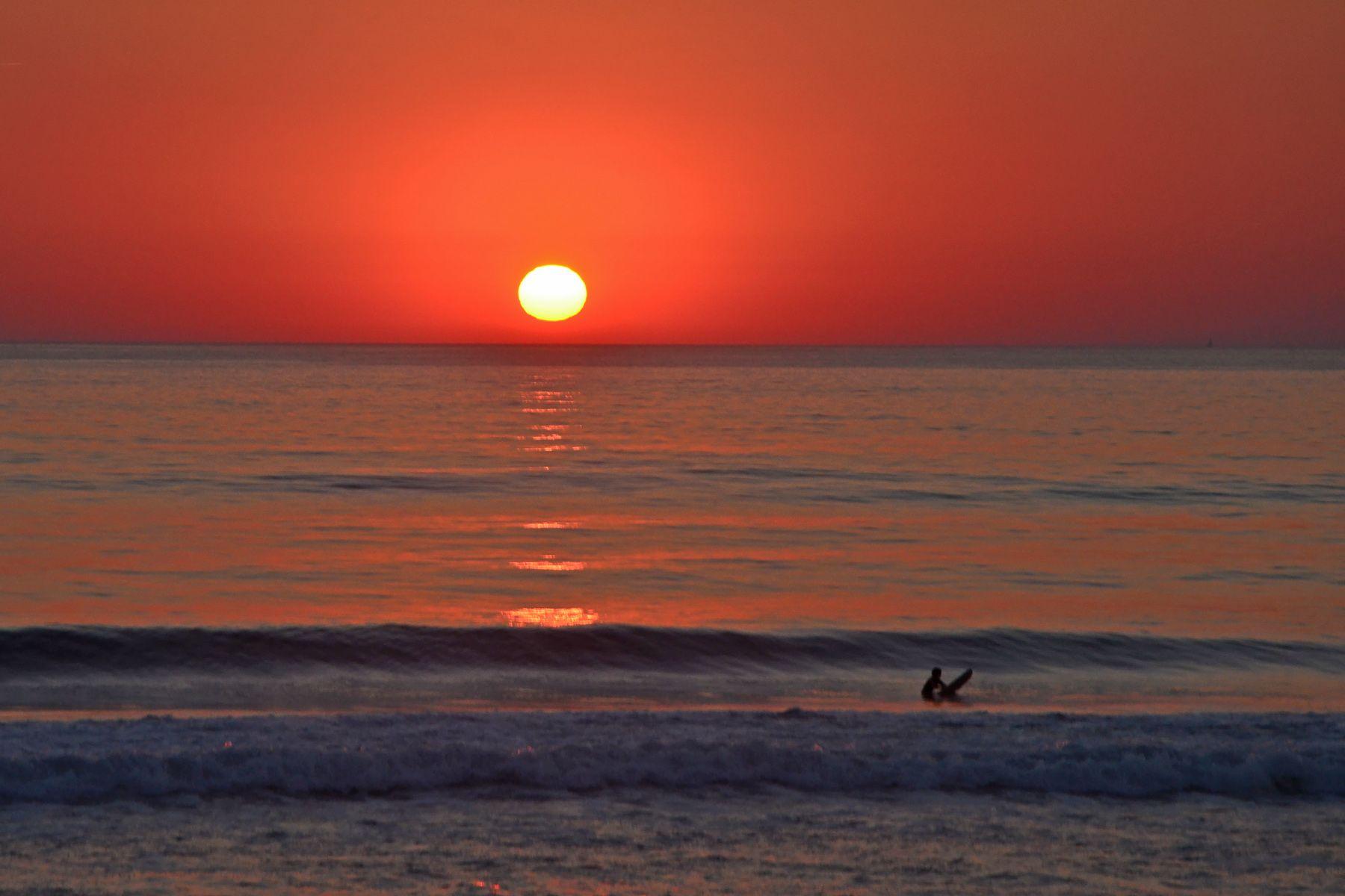 Surf Coucher De Soleil Sur La Plage De Lacanau Coucher De Soleil Plage Coucher De Soleil Dessin Paysage