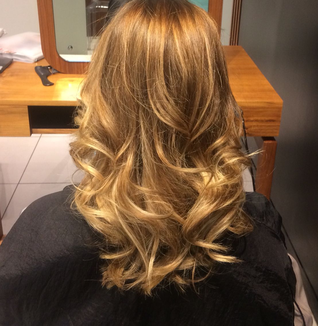 Ballayage Blond pour ballayage #freelights #waleshair #aveda @philcogin #bronde
