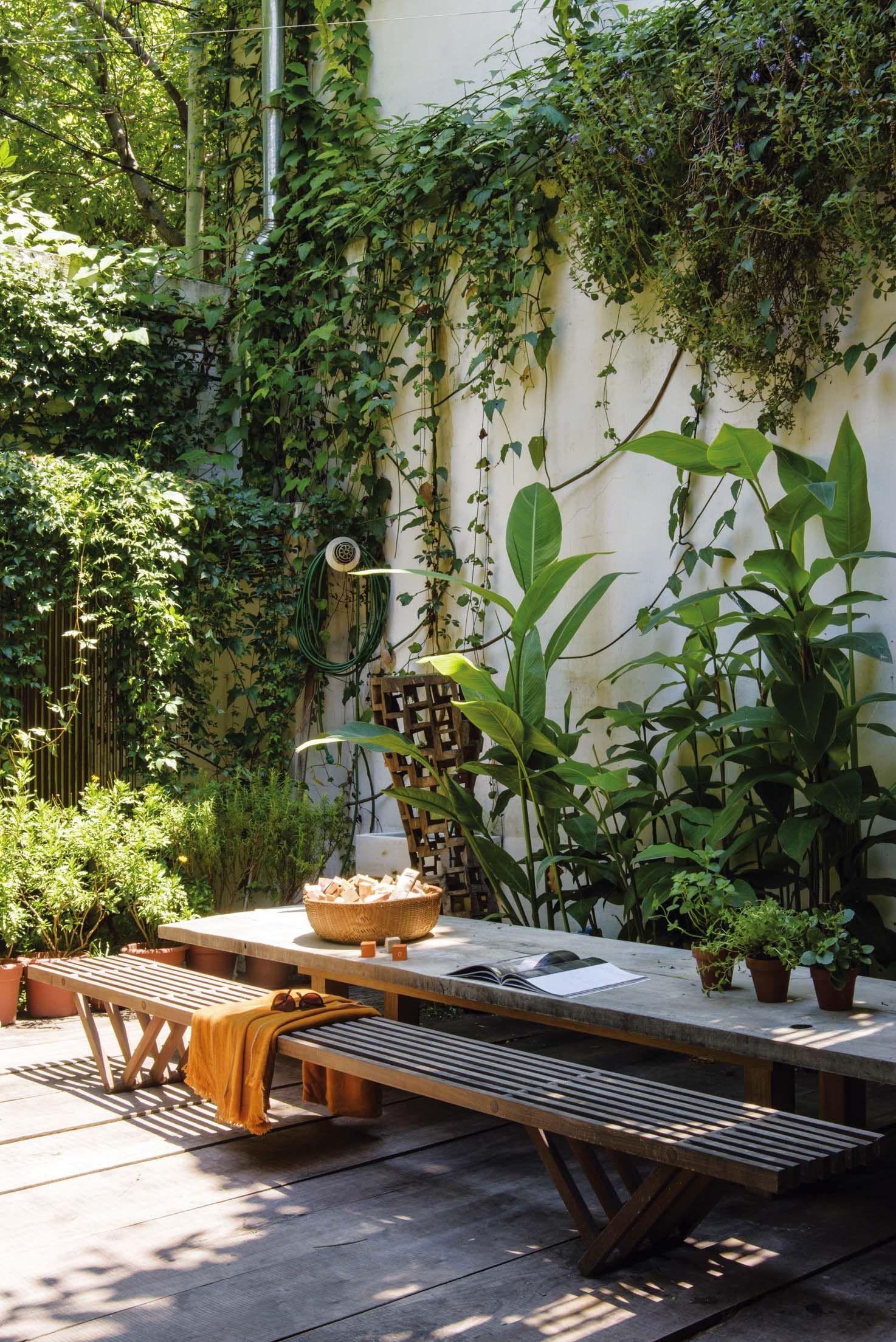 20 ideas para crear tu selva urbana con pocos metros - Estanque terraza piso ...