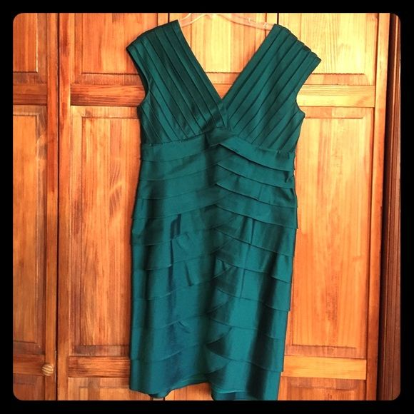 Adrianna Papell hunter green dress Stylish hunter green dress with bodice mesh stripes. Worn once. Size 16 fits more like 14 Adrianna Papell Dresses Midi