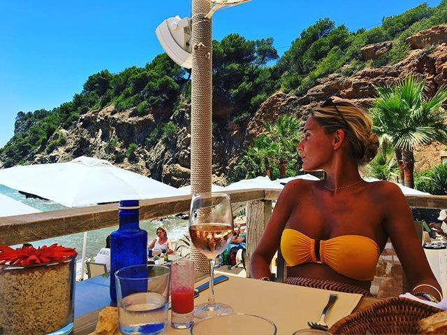 #Ibiza by #eresgirl @our_manor #yellow #bikini #eresaroundtheworld #vacationmode #travellinginstyle #eresparis
