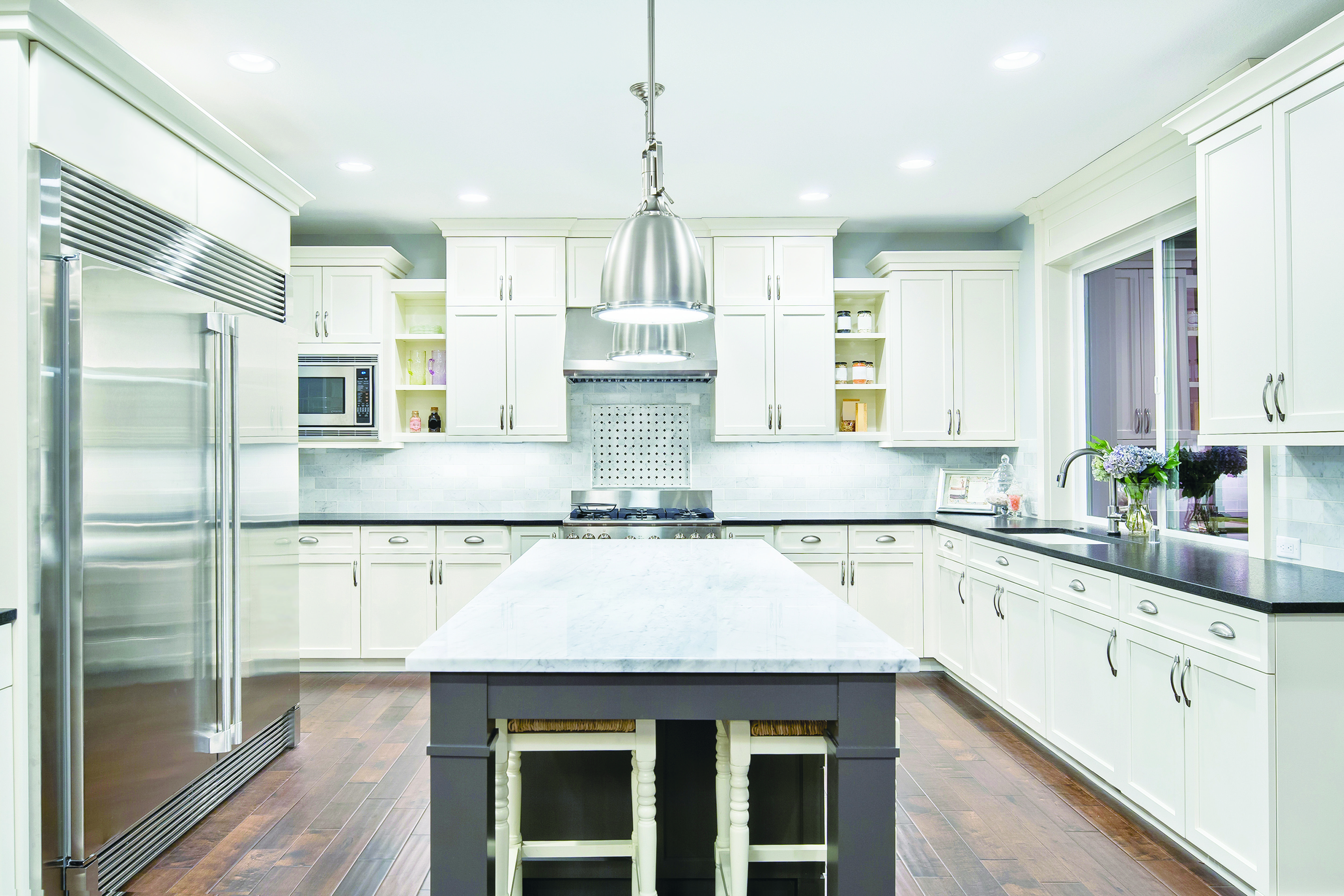 Ghi Arcadia White Keeps It Fresh A Bright White Color Paired With The Simple And Timeless Shaker Kitchen Cabinets White Modern Kitchen Custom Kitchen Cabinets