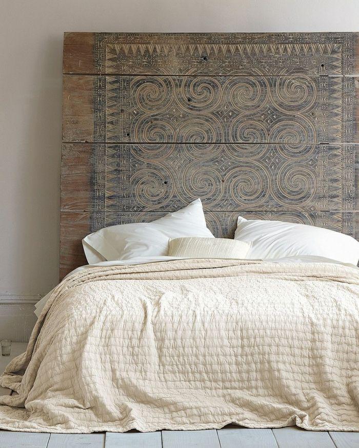 Idee deco · tête de lit originale en bois dans la chambre à coucher