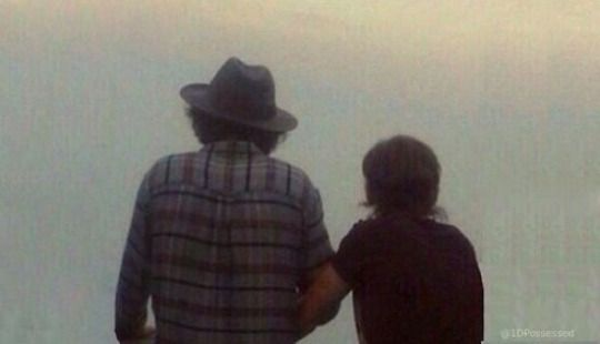 Forget Wellington I Want To Know What Happened In Brazil My Larry Heart Loves This Pic Q Q Con Imagenes Larry Stylinson Larry Viejitos