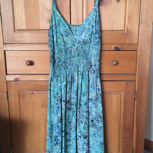 Floral summer dress Cute floral pattern with a wide elastic waistband. Never been worn. Santiki Dresses
