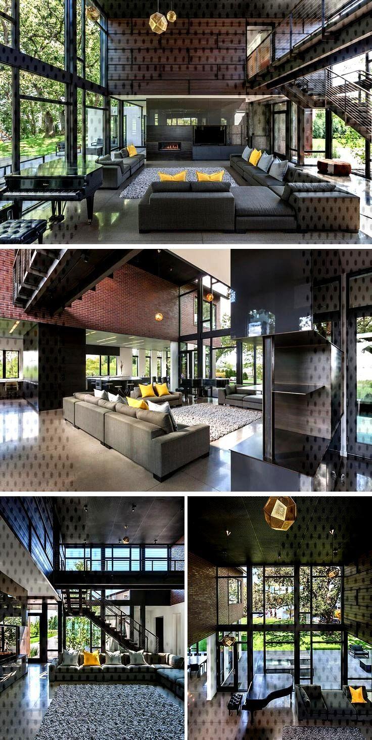 Dans ce bâtiment industriel moderne, le salon a un atrium de deux étages ...,