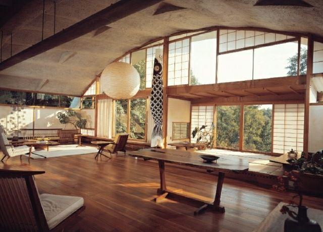 Wohnzimmer nach den Grundprinzipien vom asiatischen Stil gestaltet ...