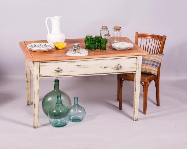 Mesa antigua de cocina de madera maciza. Madera de pino. Acabado en ...