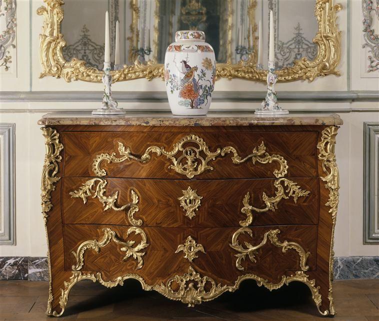 Robert Antoine Gaudreus Commode De La Dauphine A Fontainebleau 1745 Versailles Louis Xv Meuble De Style Mobilier De Salon Mobilier Genial