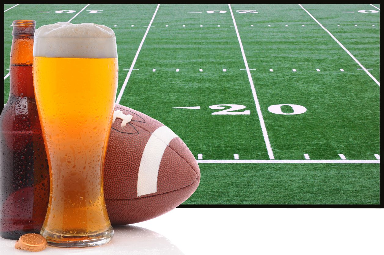 With Delicious Food Exciting Football And Plenty Of Drinks To Go Around It S No Secret Why Millions Of Americans Look American Football Super Bowl Football