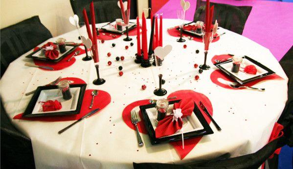 Décoration de table blanc rouge noir
