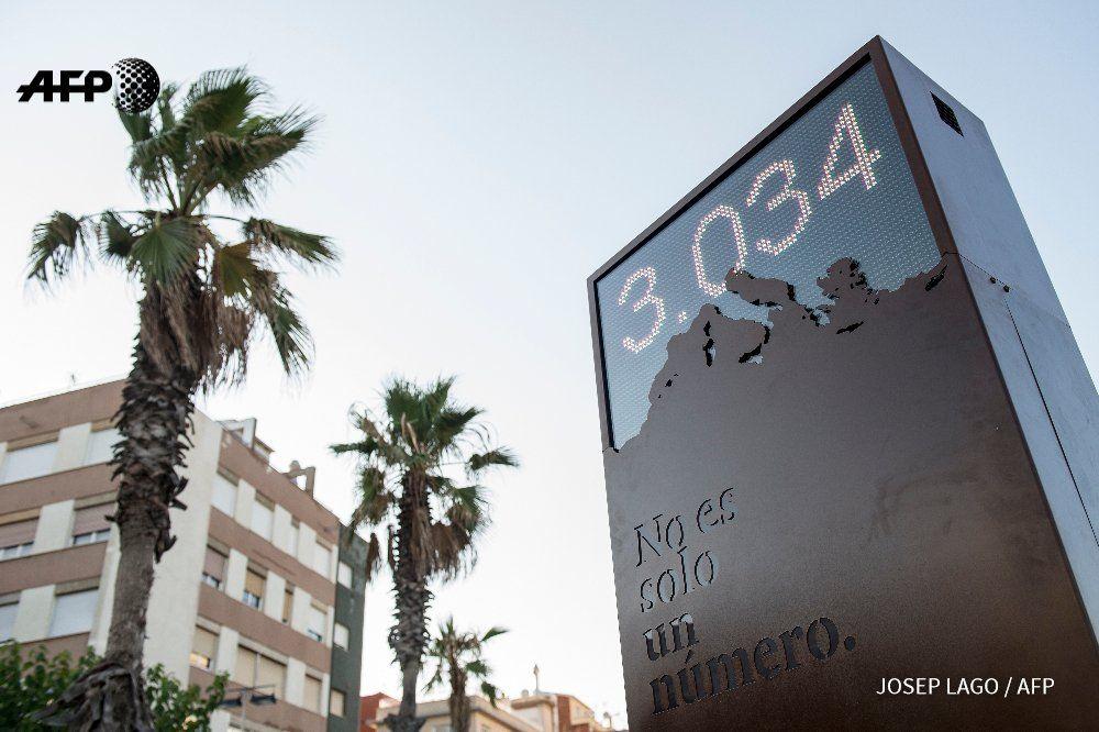 En Barcelona, un monumento a los refugiados cuenta los muertos en el Mediterráneo