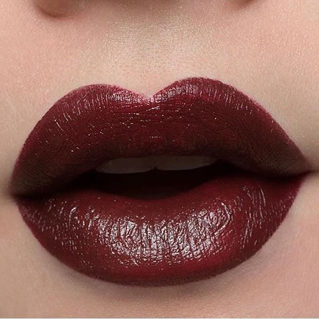1931 Noir Red lips 😍 What is your choice of Bésame? @jilltakesphotos 😙❤️