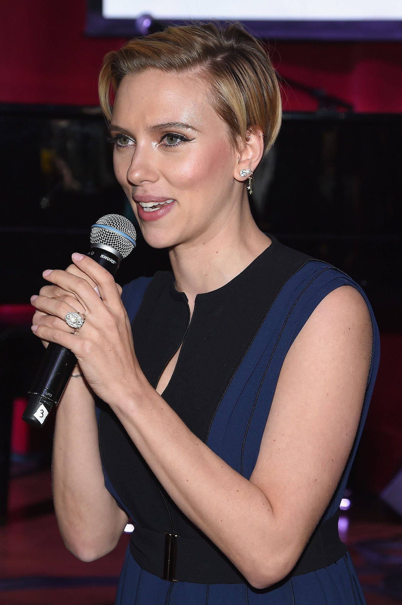 Check Out Newlywed Scarlett Johansson's Wedding Ring! (con