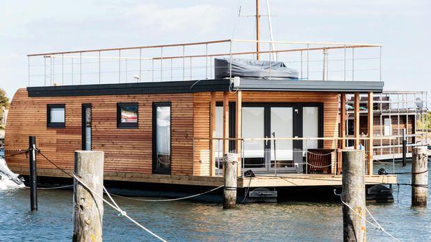 Hausboot statt Immobilie Wohnen auf dem Wasser