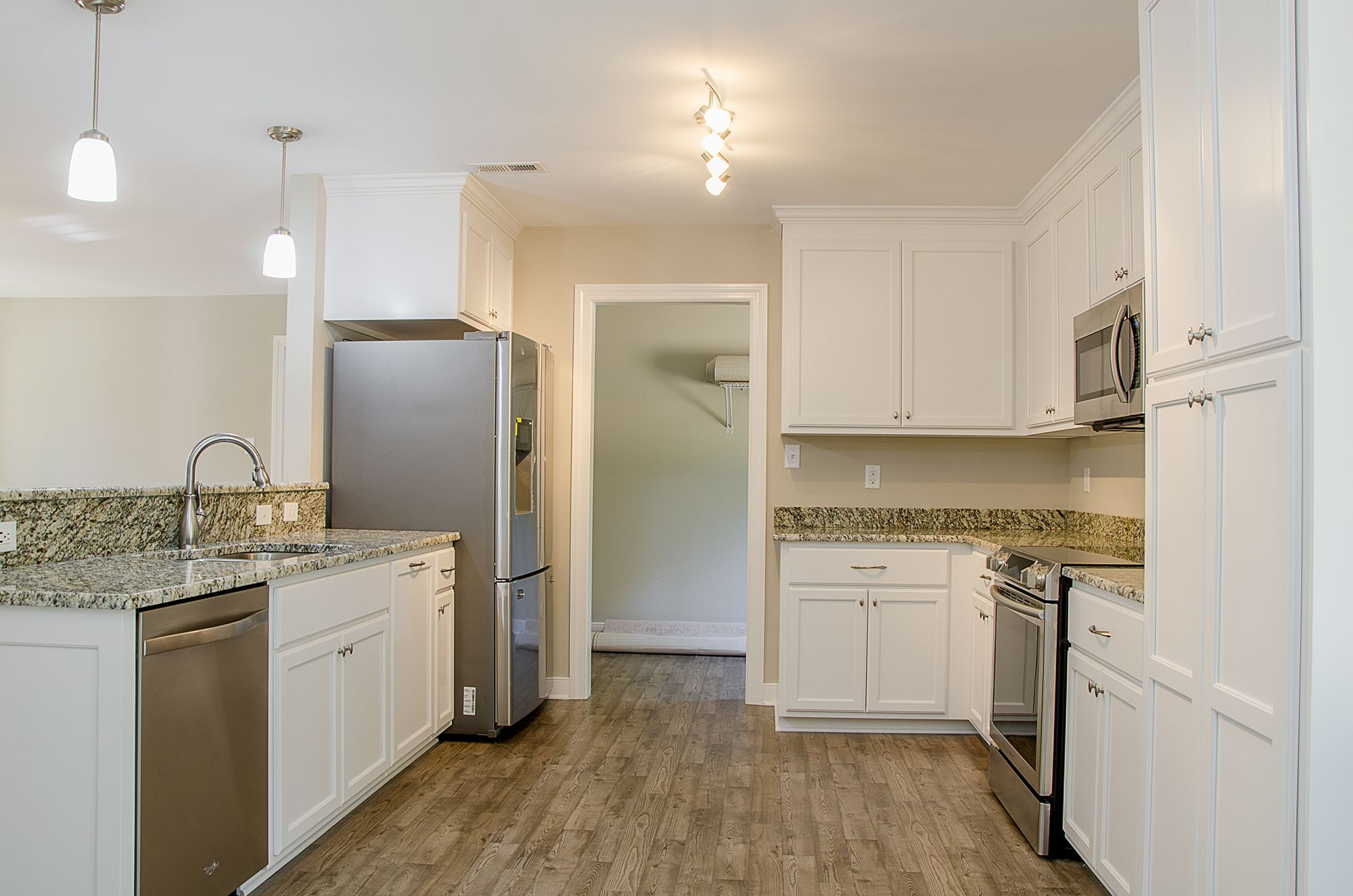 Beautiful Kitchen With White Cabinets Granite Countertops Stainless Steel Appliances An Off White Kitchens Off White Kitchen Cabinets White Kitchen Cabinets