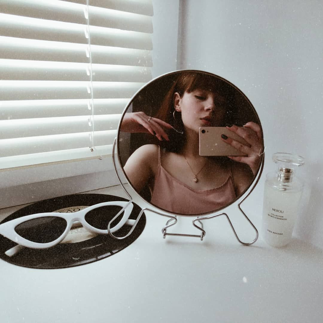 Фото в зеркале на английском